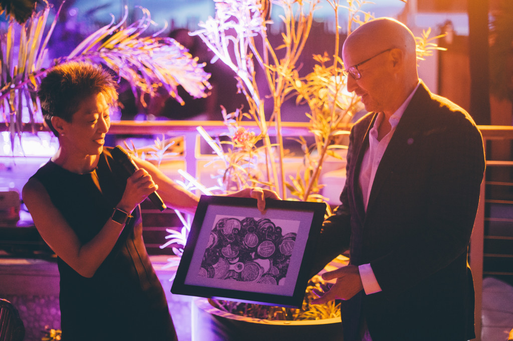 ©JavierSanchez - Jane Chu Presenting Jonathan Plutzik, owner of the Betsy with an award for hosting the Presidents Comission on Arts and Humanities - Cuba Mission, April 2016